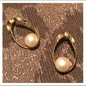 Beautiful Vintage Gold & Pearl Studded Earrings